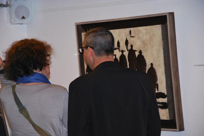 Les premières minutes de la galerie Barcelona - Visiteurs attentifs