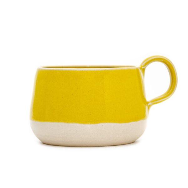 rumena skodelica z ročajem
