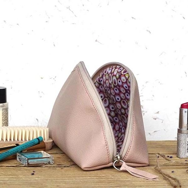 Usnjena toaletna torbica_roza