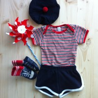 Body American Apparel / Short American Apparel / Chaussons H&M / Moulin à vent Bonton / Béret cadeau