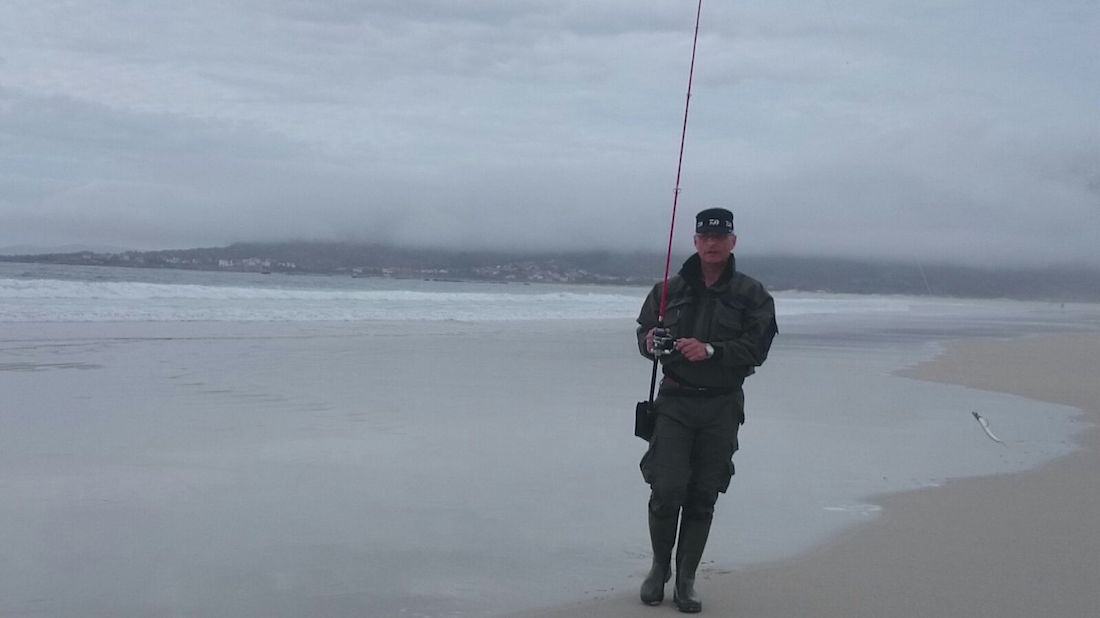 Equipo para pesca de la lubina a spinning en la costa gallega