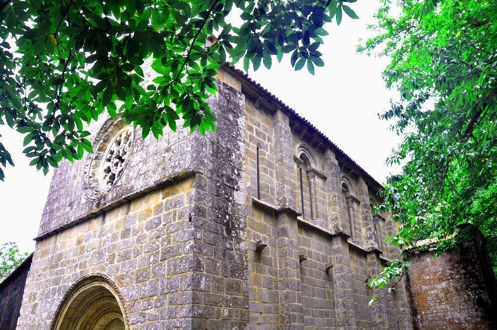 Fachada Iglesia. Santa Cristina de Ribas de Sil