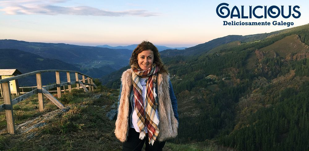 En la cima de a Pena de Millares , con Mestre al fondo ( Ribeira de Piquin , Lugo ) Mi Paraíso