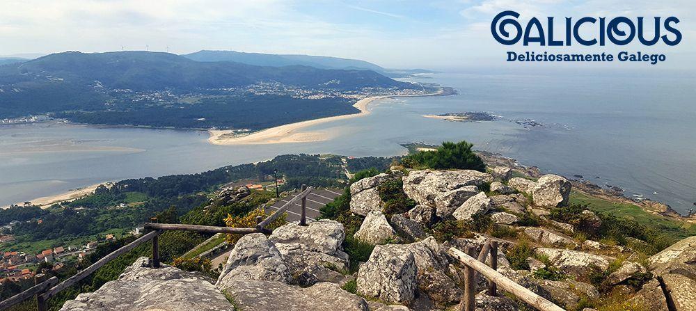 """Desembocadura del Miño desde el Castro de Santa Tecla ( Foto de """"100 cosas imprescindibles que hacer en Galicia"""" ) By Galicious"""