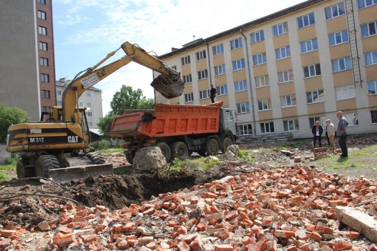 Житловий будинок для працівників медуніверситету почали будувати у Франківську (ФОТО)