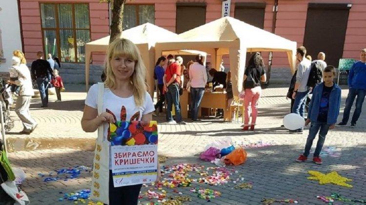 Франківка збирає пластик, аби допомогти українським воїнам (ФОТО)