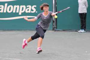 Lepchenko returnsa shot in  loss to Venus Williams