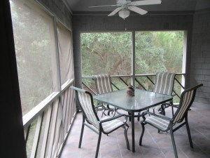 The screened in porch was delightful to have a meal or drink or just sit and chat amongst the natural green space.