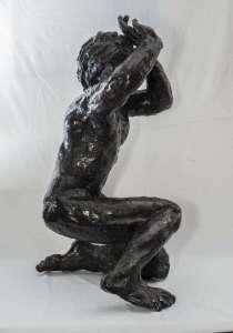 Anonimo, Figura accovacciata, anni '50, cm 34x32x55h, terracotta a smalti