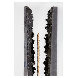 Steel Monolith, 2016. 190 cm x 15 cm x 14 cm. Plasma-cut wrought iron, gold leaf. Detail. € 8 500