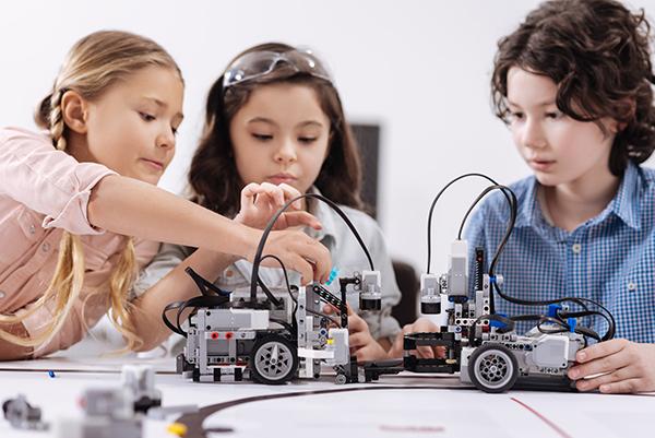 Children Building Robotic Cars