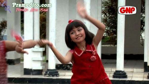 https://i1.wp.com/gallery.pramudito.com/Foto/Artis/Adelia_Artamevia/Adelia_Artamevia-Aku_Anak_Indonesia.jpg?resize=500%2C281