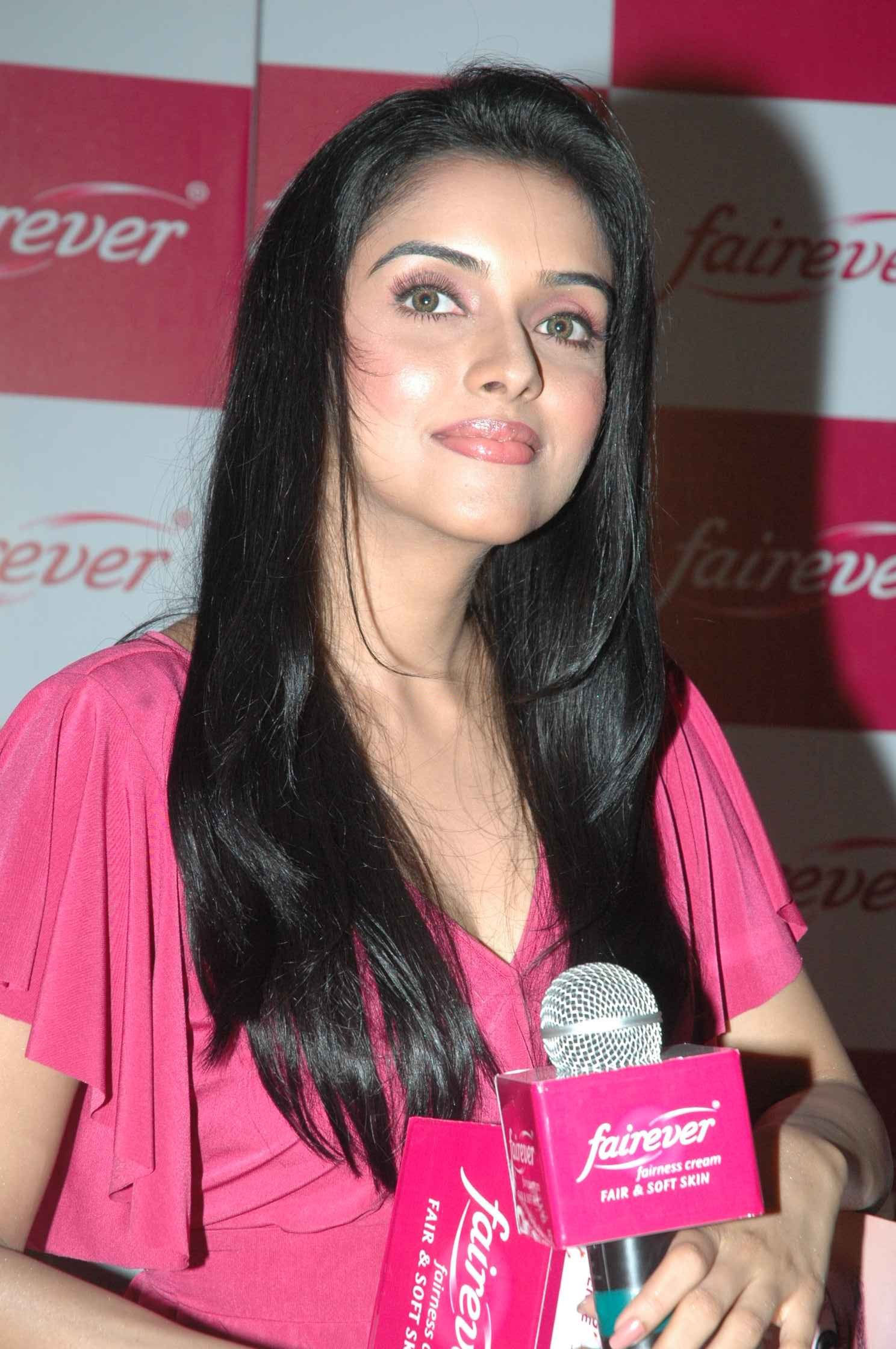 2012 Asin Thottumkal Wallpapers Video Amp Pictures Gallery