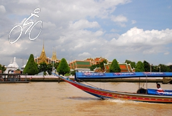 A boat going past Wat Phra Kaew temple