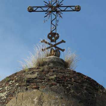 Dome and crossbones