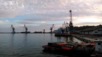 Pelabuhan Teluk Bayur (3 Juni 2016) w/ Geni, Lanlan & Paan (9)