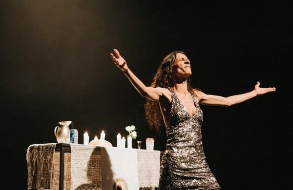 Renata Carvalho in O Evangelho Segundo Jesus, Rainha De Ceu, Tron Theatre, October 2019 by Tiu Makkonen