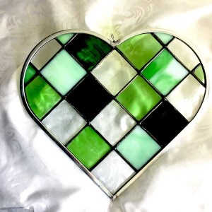 Green Checkerboard Heart stained glass dk