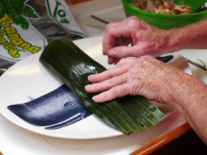rolling-banana-leaf