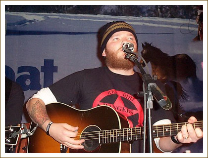 Stoney LaRue getting down!