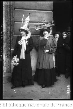 """Sainte Catherine 1909 [deux """"Catherinettes""""] : [photographie de presse] / [Agence Rol]"""