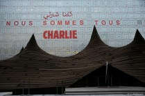 """We're all Charlie"" on the Arab World Institute facade"