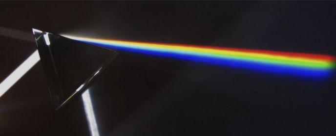 Descomposición de la luz al atravesar un prisma.