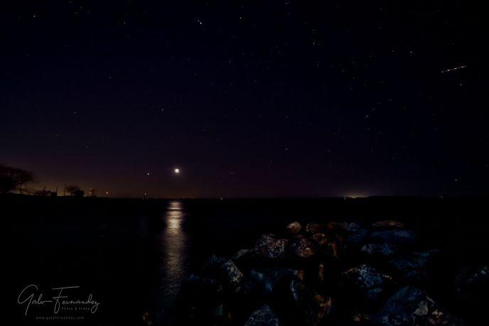 Noche estrellada sobre la costa del Río de la Plata