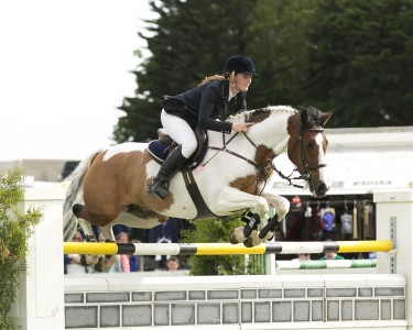 Jessica Burke jumping in the Grand Prix 2014