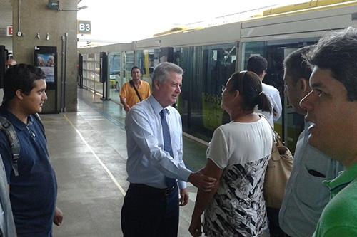 Governador Rollemberg faz viagem no Expresso Sul até o Gama