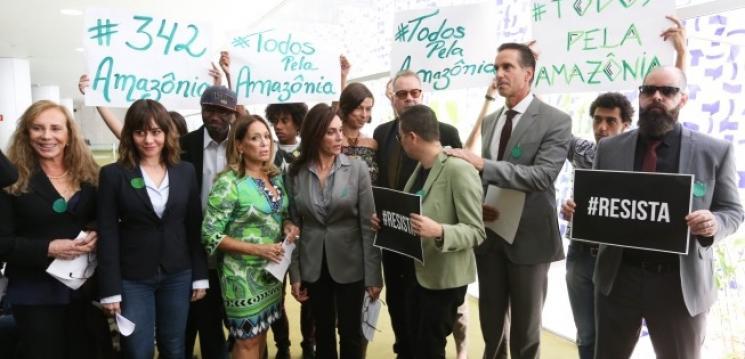 Artistas e ambientalistas fazem ato em defesa da Amazônia no Congresso Nacional