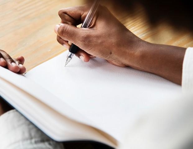 Escrever sobre emoções positivas pode ajudar a combater a ansiedade