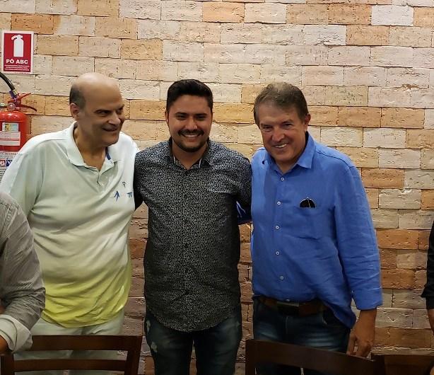 Paco Britto e Agaciel Maia marcam presença em encontro empresarial em Águas Claras