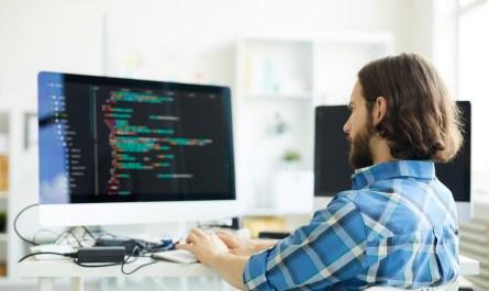 Programa de qualificação profissional na área de TI reabre inscrições