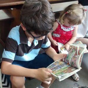 Os irmãos Thomas e Lyra filhos dos idealizadores do Historinhas pra Contar. Foto: arquivo pessoal
