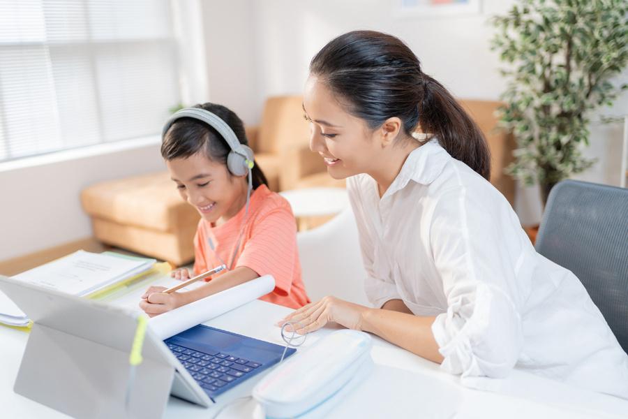 Universidade de Orlando oferece curso gratuito em português para pais e educadores