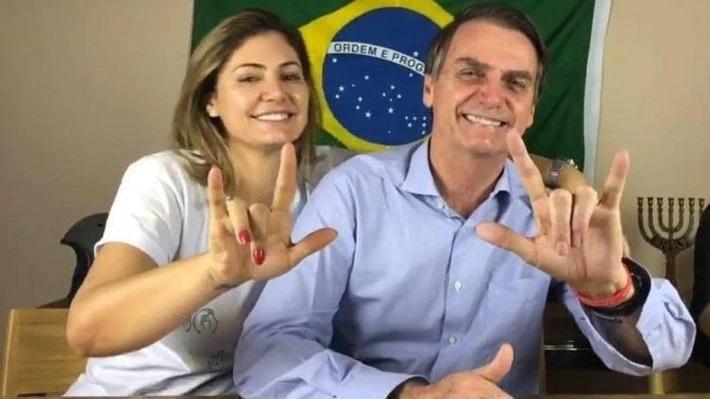 A Primeira dama Michelle Bolsonaro e o presidente Jair Bolsonaro.