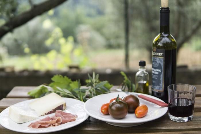 После завтрака нас ждут в гости в усадьбе, где мы будем попробовать самые знаменитые каталонское сыры.
