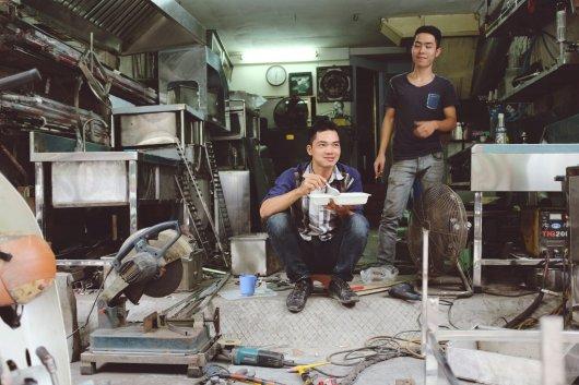 Metallarbeiter bei der Mittagspause