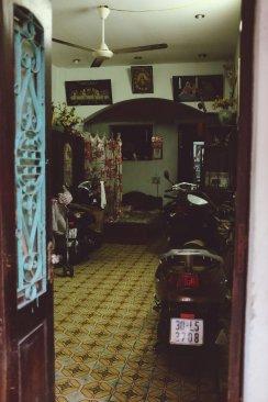 Typisches Wohnzimmer mit christlichen Bildern