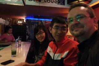 Ca, seine Frau und ich in der Fat Cat Bar