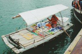 Verkäufer gibt es auch auf dem Wasser