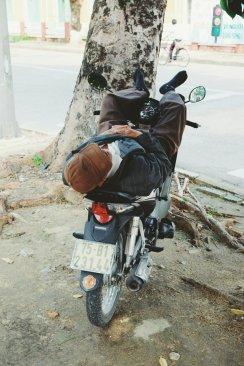 Nickerchen auf dem Moped
