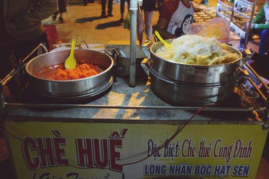 Vermutlich etwas Süßes auf dem Nachtmarkt