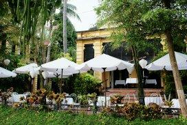 Restaurant am Fluss in westlichen Stil