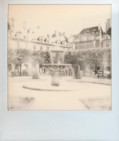 Place des Vosges auf Impossible SX-70 B&W