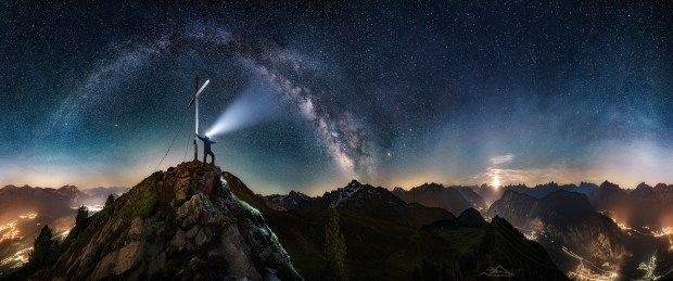 113509583-adoring-the-stars