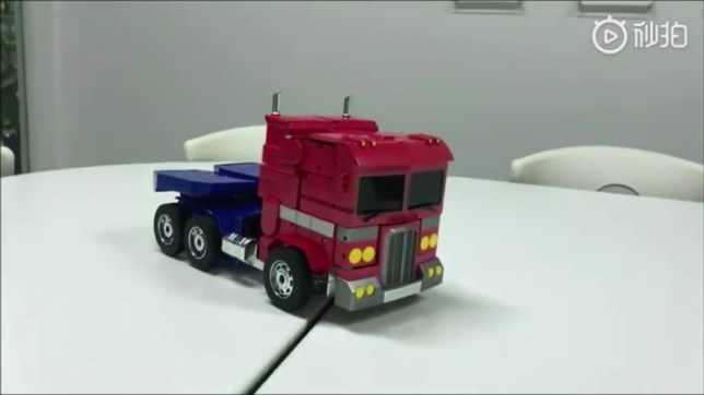 TF optimusprime toy 01