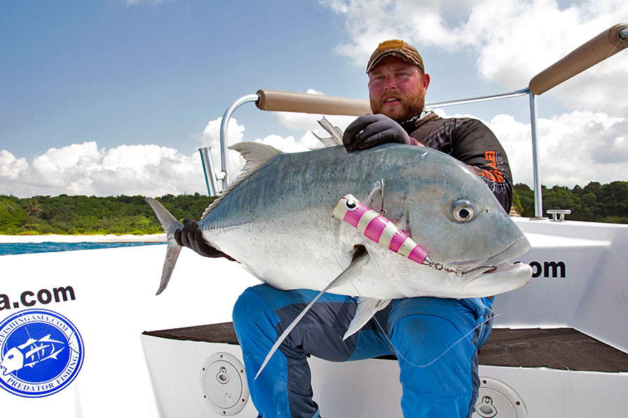 giant-trevally_popping_andaman_patriot-design-black-diamond-77-rod_shimano-stella-10000-reel_lucas