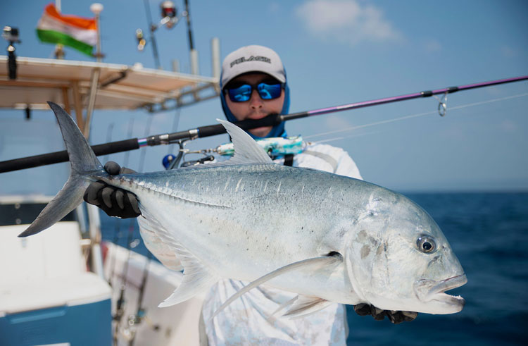 No15_Giant-Trevally_fishing_popping_andaman_Daiwa-Saltiga_gamefishingasia_boat_big-fish_gtpopping_boat-charter_angler_Sam-Mitchison
